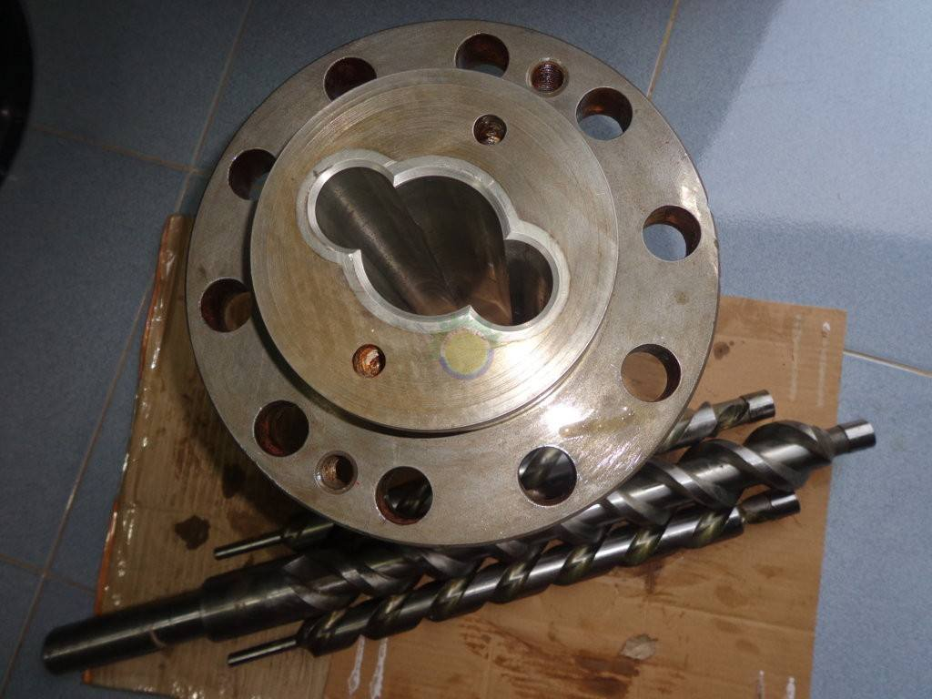 Repair of 3-axle high-pressure oil pump